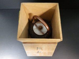 大阪で鉄瓶を高価で出張買取いたしました。